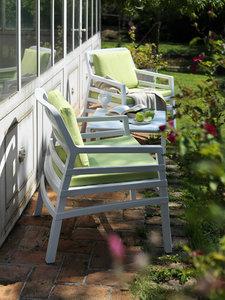 kunststof loungestoelen met kunststof tafel in diverse kleuren